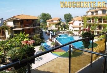 Нощувка със закуска + ползване на външен и вътрешен басейн с джакузи, шезлонг, матрак и чадър при басейна и чадър и шезлонг на плажа от хотел Лагуна Бийч, Созопол