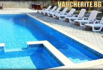 Нощувка със закуска и вечеря + ползване на басейн, шезлонг на басейна и интернет от хотел Венера, на 30м. от плажа в Приморско