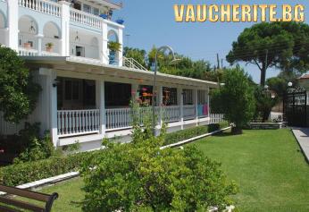 Лято на 200м. от плажа в Халкидики, Ситония! 3 нощувки със закуски и вечери + ползване на паркинг, интернет, детска площадка и тенис на маса от Diaporos Hotel 3*