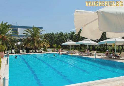 7 нощувки на база All Inclusive + ползване на открит и закрит басейн, детски басейн, чадъри и шезлонги на плажа, паркинг и интернет от хотел Kassandra Mare Hotel 3*, на първа линия в Халкидики