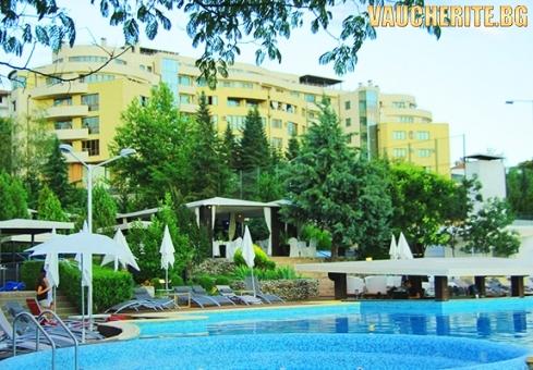 Нощувка със закуска и вечеря + ползване на открит басейн и паркинг от Семеен хотел Ботаника, Сандански