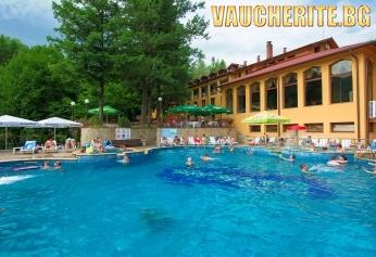 Нощувка със закуска + ползване на топъл външен минерален басейн, парна баня и сауна  от хотел Балкан