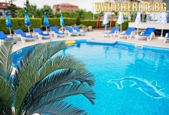 Нощувка със закуска и вечеря + ползване на басейн, шезлонг, тенти и интернет от хотел Адена, Черноморец