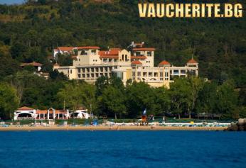 На море в Дюни! Нощувка на база All inclusive + ползване на басейн, аквапарк, чадър и шезлонг на плажа и басейна от хотел Белвил