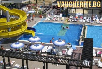 Нощувка на база All Inclusive + ползване на басейн, чадър и шезлонг на басейна, две водни пързалки и анимация от хотел Бургас бийч, Слънчев бряг