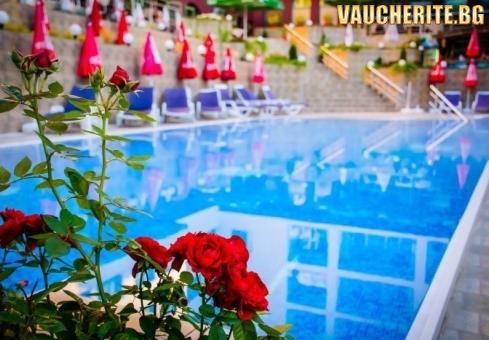Нощувка със закуска и вечеря + ползване на басейнi с МИНЕРАЛНА ВОДА и СПА център от хотел Здравец, Велинград