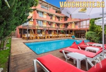 Нощувка със закуска + ползване на открит басейн, чадър и шезлонг на басейна, паркинг и интернет от Семеен хотел Аклади, Черноморец