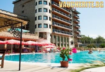 Нощувка със закуска + ползване на отопляем външен и отопляем вътрешен басейн, джакузи, фитнес, интернет и детска площадка от хотел Замъка, Царево