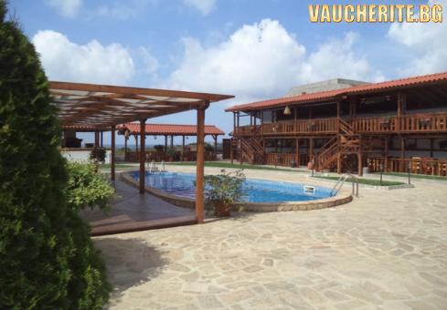 Нощувка със закуска + ползване на басейн, фитнес и интернет от хотел Casa Di Angel, Синеморец