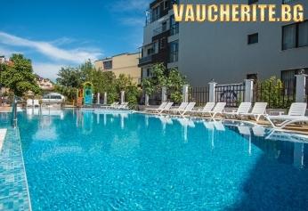 Нощувка на база All inclusive + открит басейн с детска секция, чадър и шезлонг край басейна от хотел Флагман, Созопол