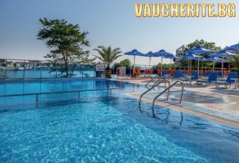 Нощувка със закуска + ползване на открит басейн, чадър и шезлонг на слънчевата тераса и фитнес от хотел Селена, на 20м. от плажа в Созопол