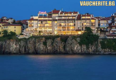 На море в Созопол! Нощувка със закуска + ползване на закрит басейн с чадър и шезлонг, фитнес и интернет от хотел Корал Созопол