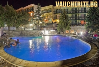 """Нощувка със закуска + ползване на басейни с минерална вода и сауна от хотел """"Виталис"""", с. Пчелин"""