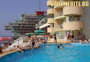 ТОП ОФЕРТА за септември от Интерхотел Поморие! 4 нощувки на база All inclusive и БОНУС 2 безплатни + вътрешен басейн с морска вода, външен басейн, шезлонги и чадъри край басейна