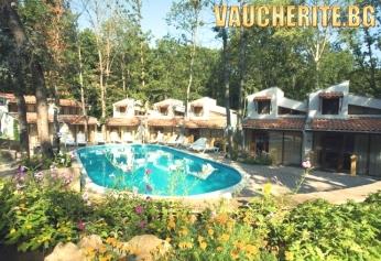 All inclusive + ползване на открит басейн, шезлонги и чадъри на плажа от Вили Ропотамо Мезонет, Приморско