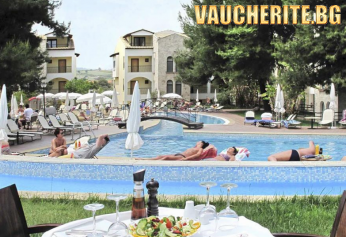 5 нощувки със закуски и вечери + ползване на 3 свързани басейна, шезлонги и чадъри край тях, паркинг и детска площадка от хотел Lesse 4*, Халкидики - Касандра