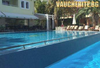 5 нощувки със закуски и вечери + ползване на открит басейн, детски басейн, интернет и гръцка вечер веднъж седмично от хотел Naias 3*, Халкидики - Касандра