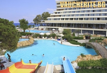 ТОП ОФЕРТА с -10% отстъпка! 5 нощувки на база All Inclusive + ползване на 2 открити басейна, чадър и шезлонг на плажа, анимация за деца и пързалки от Porto Carras Sithonia Hotel 5*