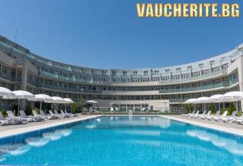 All inclusive с настаняване в икономичен апартамент + ползване на басейн и чадър и шезлонг на край него,паркинг от хотел Блек Сий Стар, Черноморец