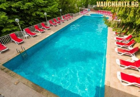 Нощувка със закуска + ползване на открит басейн с топла минерална вода и сауна от хотел Дива, с. Чифлик до Троян