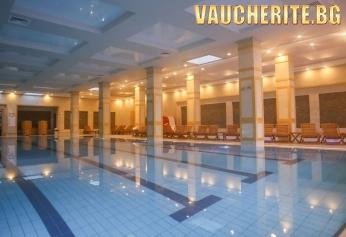 Нощувка със закуска и вечеря + ползване на закрит плувен басейн, детски басейн, СПА център, интернет и паркинг от хотел 7 Pools, Банско