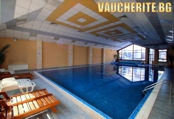 Нощувка със закуска + ползване на вътрешен басейн, сауна, фитнес, интернет и шатъл до ски лифт Гондола от хотел Евелина палас, Банско