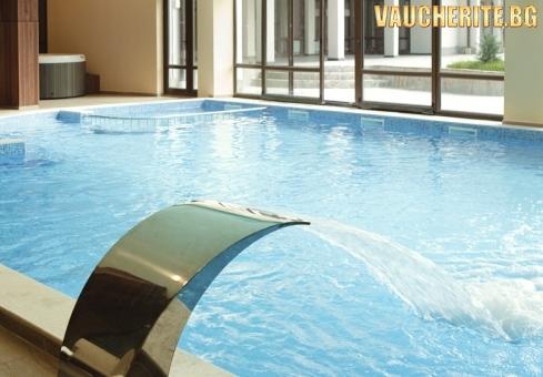 Нощувка със закуска + ползване на закрит отопляем басейн и СПА център от хотел Свети Георги, Банско