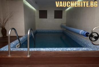 Нощувка със закуска и вечеря + ползване на вътрешен басейн, паркинг и интернет от хотел Ледени Ангели, Боровец
