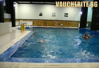 Нощувка със закуска + ползване на басейн, сауна, парна баня и трансфер до лифта от хотел Клуб Сезони, Банско