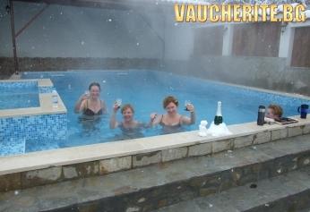 Закуска и вечеря + басейн с гореща минерална вода и сауна от Митьовата къща, Стрелча