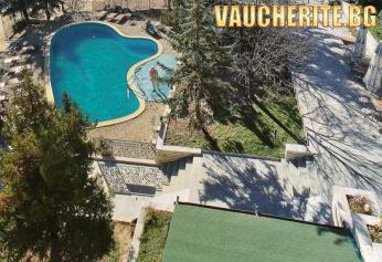 """Нощувка със закуска, вечеря и напитки + ползване на басейни с минерална вода и сауна от хотел """"Виталис"""", с. Пчелин"""