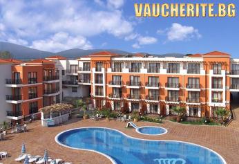 Закуска или закуска и вечеря + външен басейн и шезлонг на басейна, паркинг и интернет от хотел Коста Булгара, Черноморец