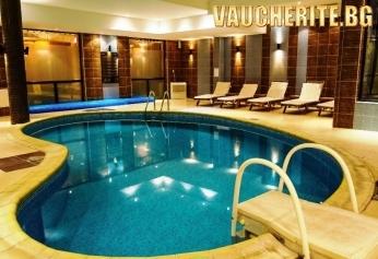 Нощувка със закуска + ползване на вътрешен басейн, сауна, интернет и паркинг от Апартхотел Дрийм, Банско