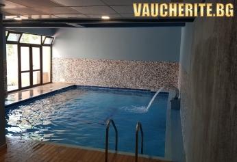 Закуска или закуска и вечеря + закрит басейн, джакузи и парна баня от хотел Тайм Аут, Сандански
