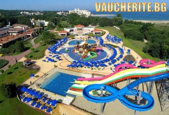All inclusive + басейн, чадър и шезлонг на плажа и аквапарк от хотел Холидей Вилидж, Дюни