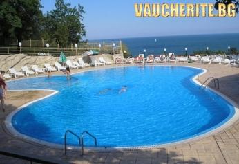 Закуска или All Inclusive + басейн с детска секция и спорт от хотел Ахилея, Балчик