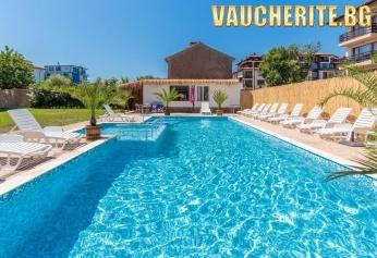 Нощувка + басейн с шезлонг и чадър, детски кът и паркинг от хотел Черноморец, Черноморец