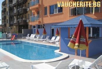 Нощувка + басейн, интернет и паркинг от хотел Дара, Приморско