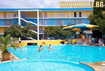 All Inclusive + басейн с чадър и шезлонг от МПМ хотел Азуро, Слънчев бряг