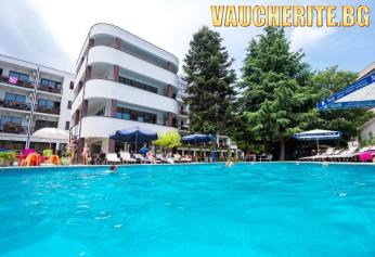 All Inclusive + басейн с чадър и шезлонг от хотел Иглика Вила Маре, Слънчев бряг