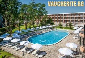 All Inclusive + басейн с чадъри и шезлонги от хотел Рива, Слънчев бряг