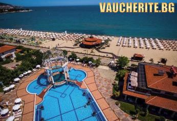 Закуска и вечеря + басейни, шезлонг и чадър на плажа от хотел Хелена Сендс, Слънчев бряг