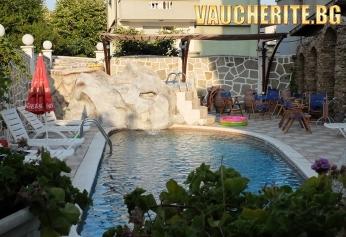 All Inclusive + басейн с чадър и шезлонг от хотел Свети Стефан, Приморско