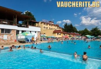 Закуска и вечеря + минерални басейни и релакс център от хотел Зорница, Казанлък