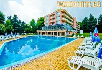 All Inclusive + външен басейн с чадър и шезлонг от хотел Глория 3*, Св. Св. Константин и Елена