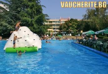 All Inclusive + басейн с чадъри и шезлонги и паркинг от хотел Амбасадор, Златни пясъци