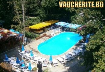 All Inclusive + външен басейн с чадър и шезлонг, интернет и паркинг от хотел Ариана, Китен