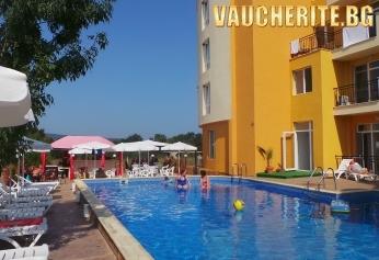 Закуски, закуски и вечери или All Inclusive + басейн с шезлонг и чадър, интернет и паркинг от хотел Ориос, Приморско