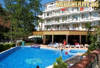 Закуска и вечеря + басейн, интернет и паркинг от хотел Лотос, Китен
