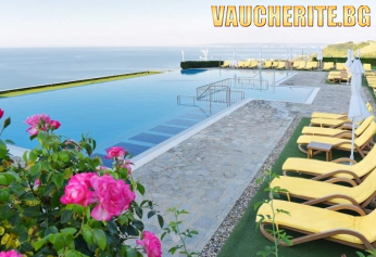 All Inclusive + басейн с чадър и шезлонг и аквапарк от хотел Топола Скайс, Балчик